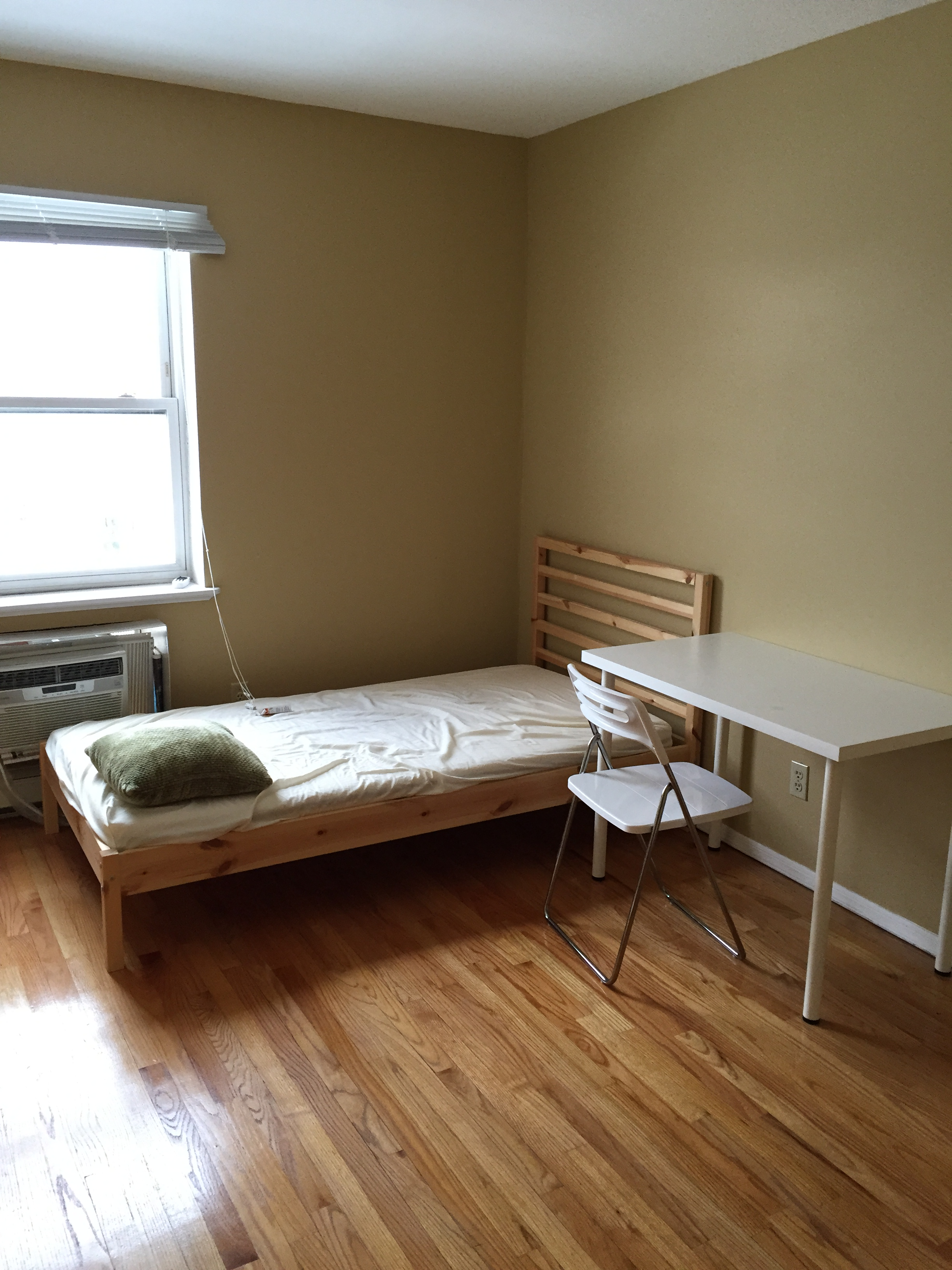 150 Sq Ft Room For Rent 302 Jwong Boutique