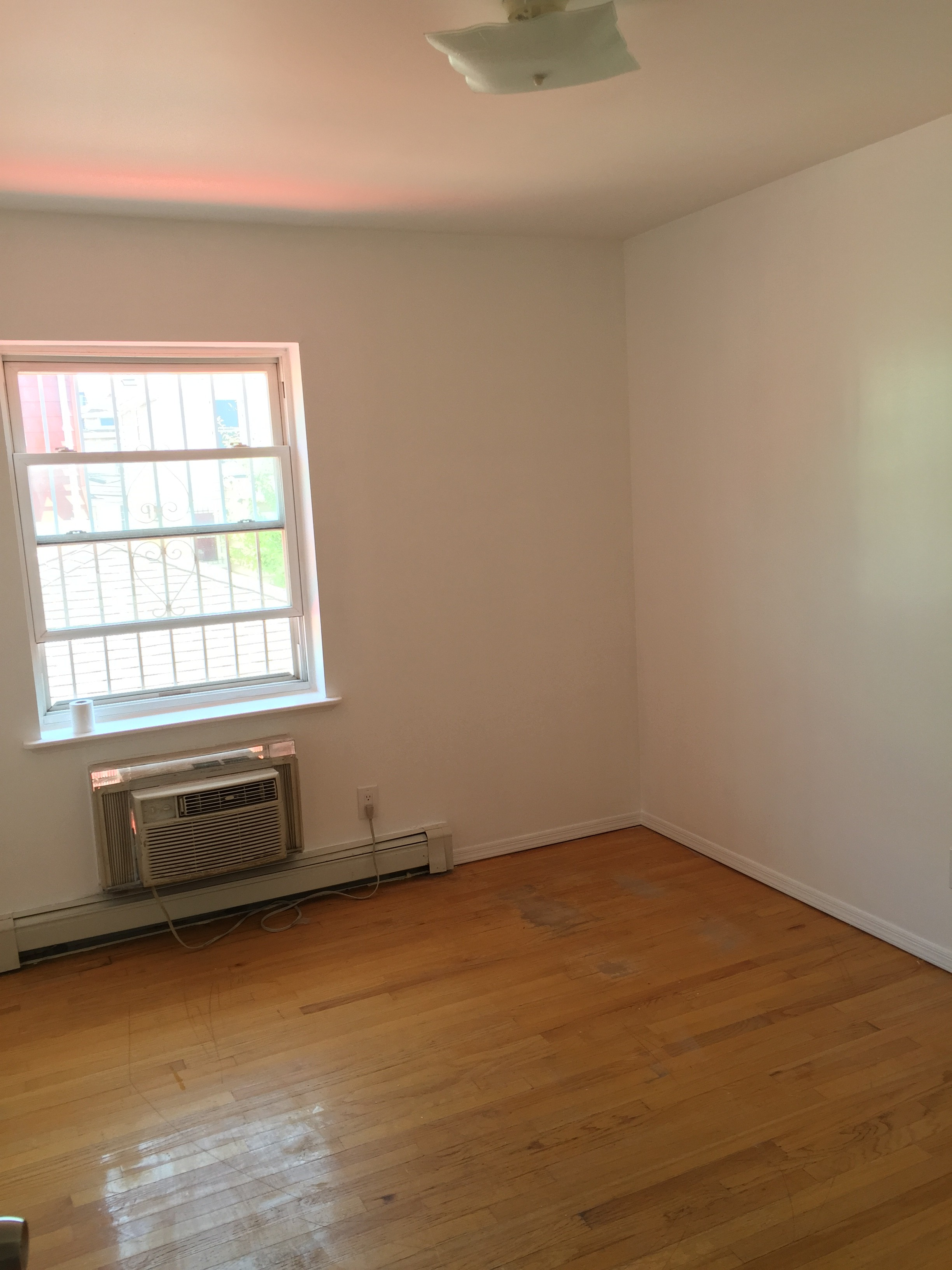 150 Sq Ft Room For Rent 203 Jwong Boutique